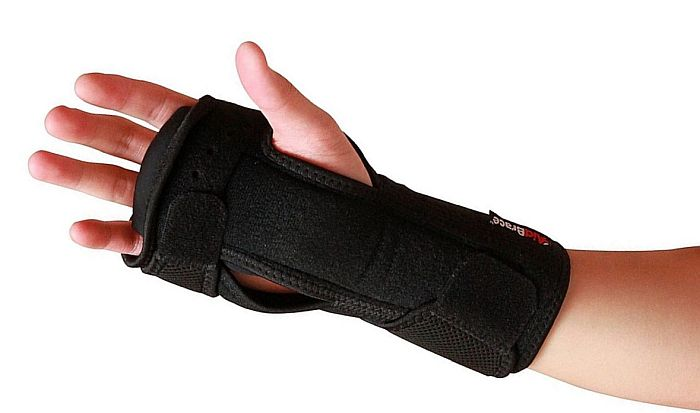 As for the best wrist splint for night time, this is a good contender.