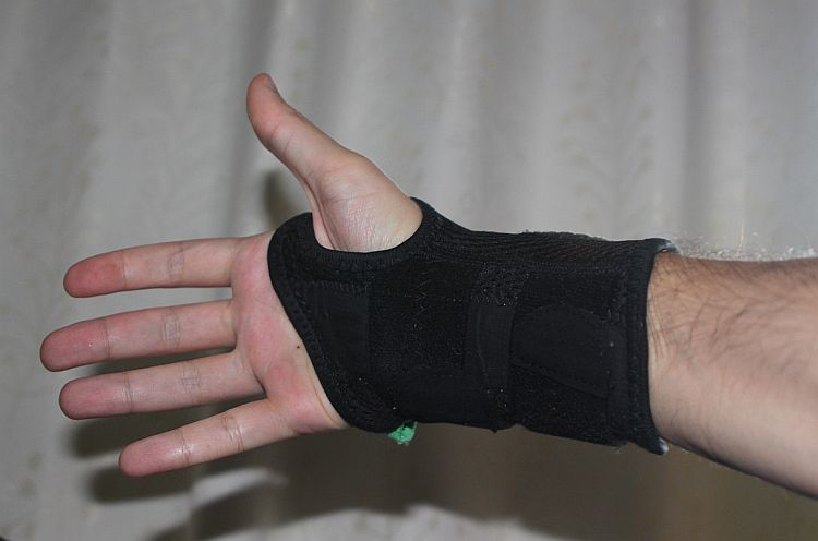 Mueller is my top pick for the best wrist brace for carpal tunnel syndrome.