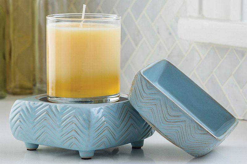 An elegant ceramic plate: allows for the best tart or candle warmer, with style too!