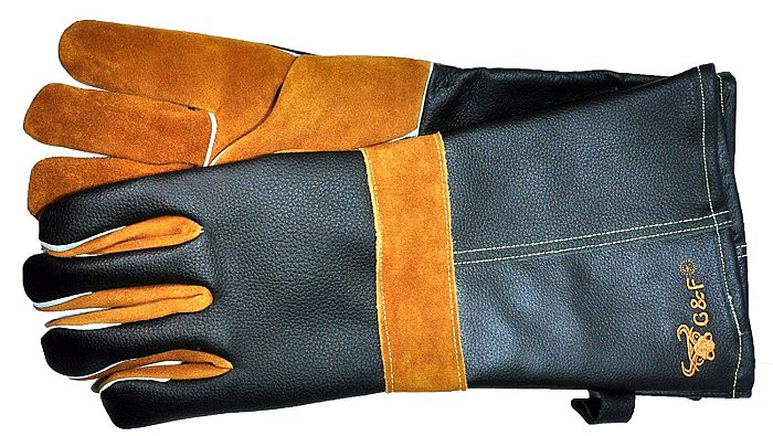 Yes, you can use leather gloves for barbecue. Might not be the best choice, however.
