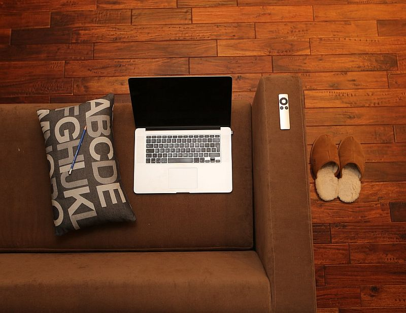 Be comfy: 4 best house slippers for hardwood floors & tiles