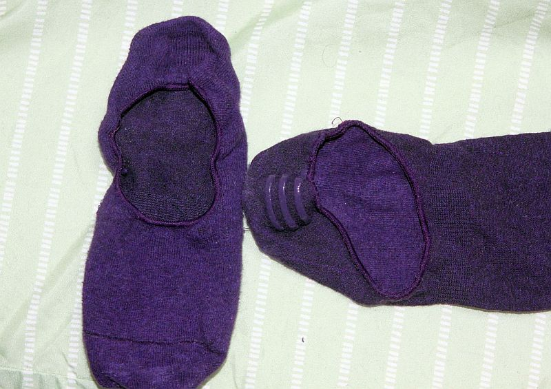 Some good things to remember when picking the proper socks for yoga, pilates or barre. The amount of grip...
