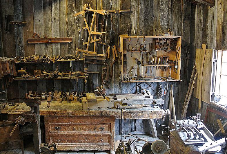 Best Power Carving Tools: Dremel Fortiflex vs Foredom