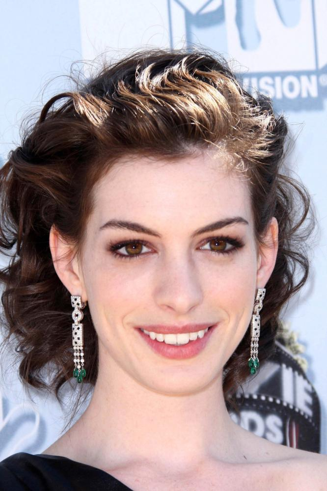 Anne Hathaway's Cowlick